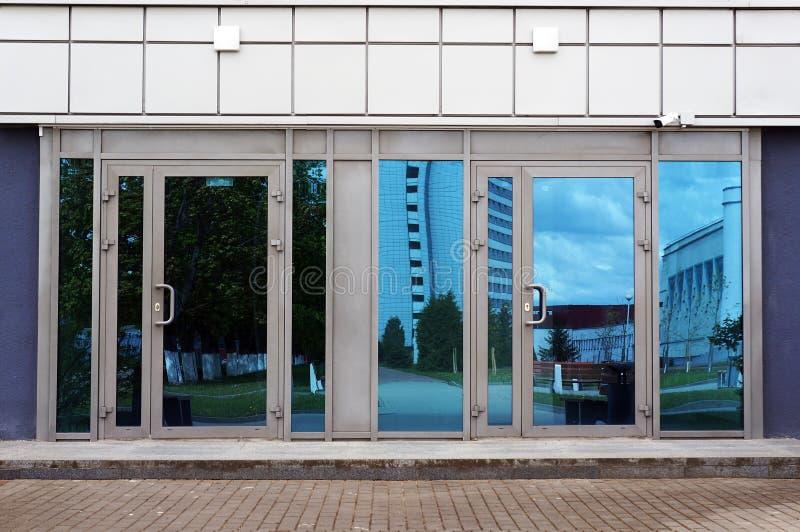 现代建筑的入口门 图库摄影