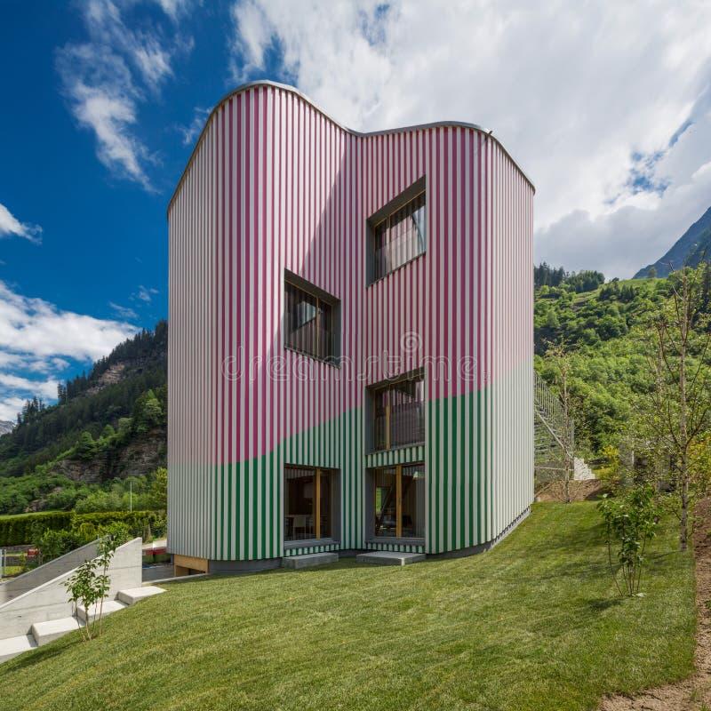 现代房子,单身家庭的设计房子 库存图片