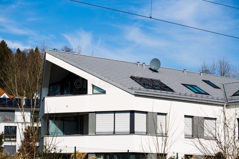 现代房子,白色门面在慕尼黑 图库摄影