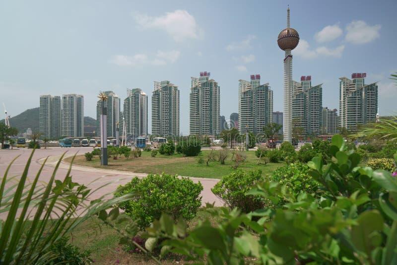 现代摩天大楼在三亚市一个可敬的区域  图库摄影