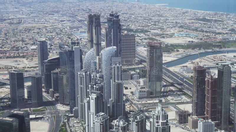 现代摩天大楼在水道迪拜Creek的区域在街市 免版税库存图片