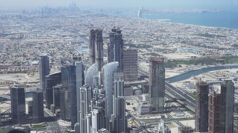 现代摩天大楼在水道迪拜Creek的区域在街市 免版税库存照片