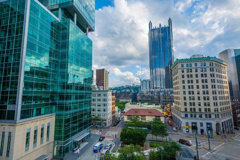 现代摩天大楼看法在街市匹兹堡,宾夕法尼亚 库存照片