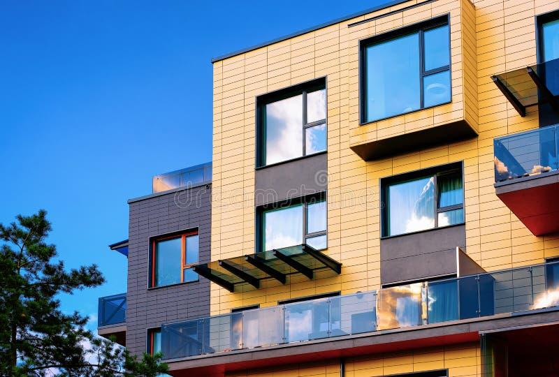 现代新的平的修造的建筑学 库存图片