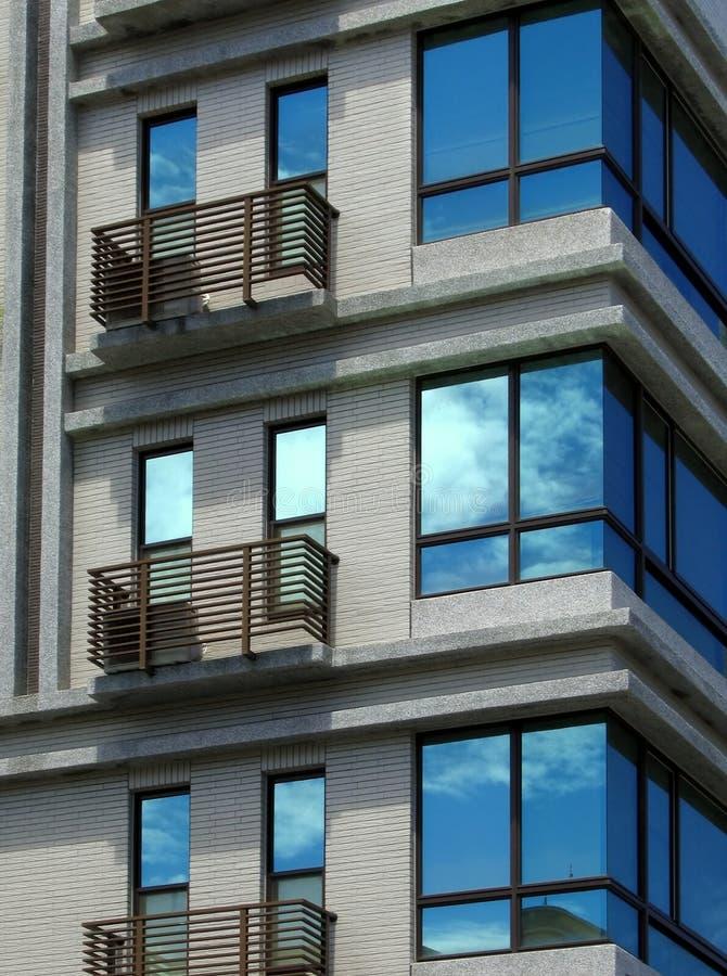 现代新的连栋房屋 免版税图库摄影
