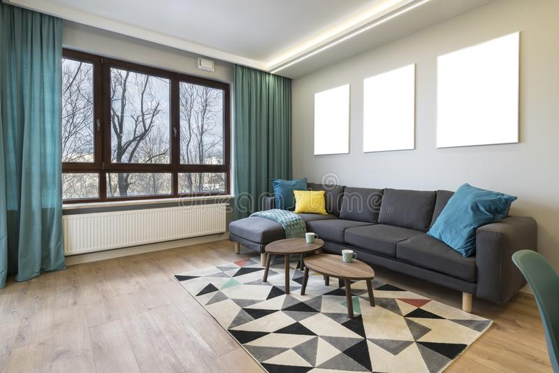 现代时髦的室内设计-客厅 免版税图库摄影