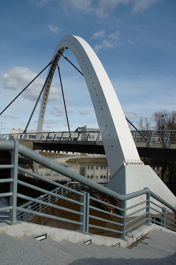 现代曲拱的桥梁 免版税库存图片