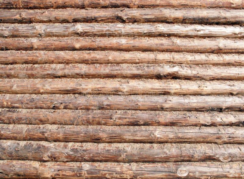 现代木屋被砍成的墙壁从外面,木表面 免版税库存图片