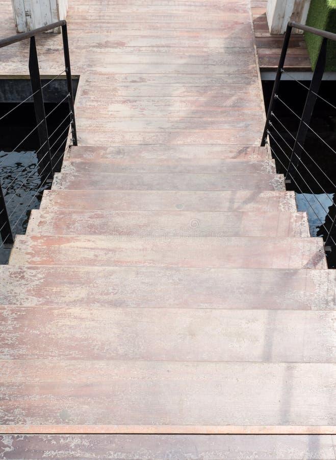 现代木楼梯 免版税库存图片