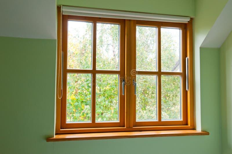 现代木窗口 库存照片