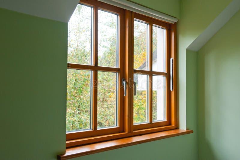 现代木窗口 免版税图库摄影
