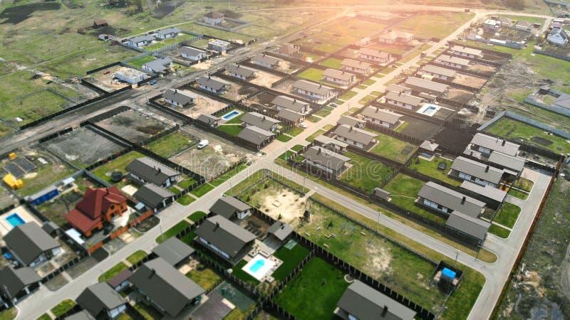 ?? 现代村庄解决的建筑 库存图片