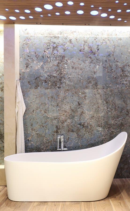 现代浴缸 库存照片