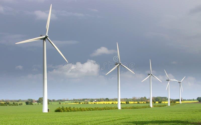 现代涡轮包缠风车 免版税库存图片