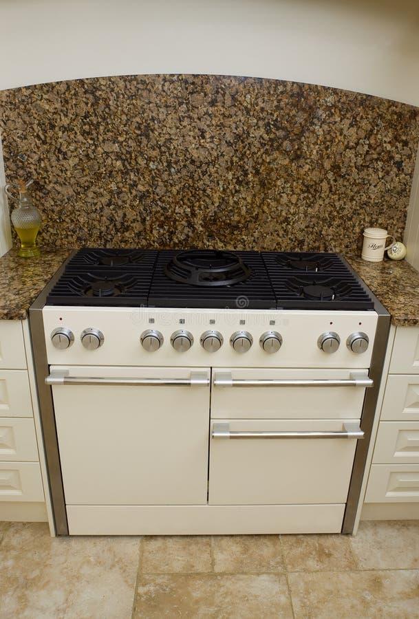 现代烹饪器材的厨房 库存图片