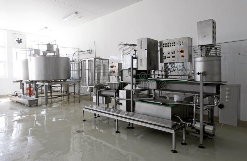 现代牛奶店的工厂 库存图片
