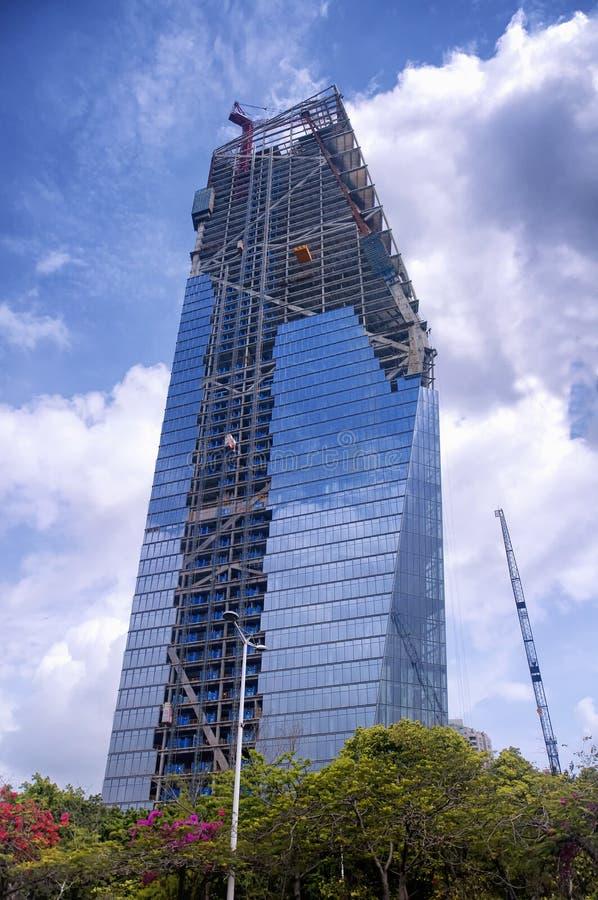 现代玻璃摩天大楼新建工程深圳瓷 免版税库存图片