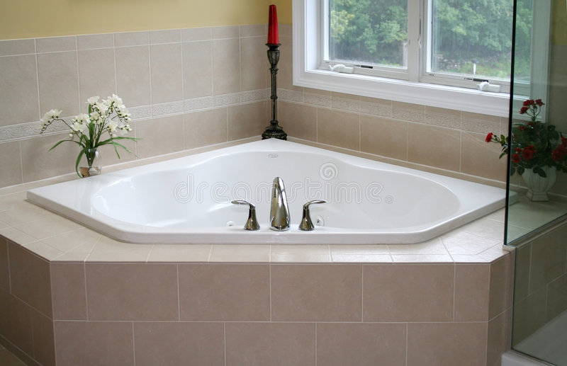 现代的浴缸 库存图片