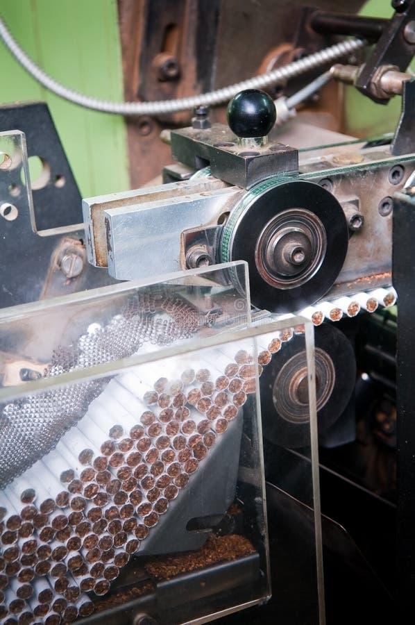 现代的香烟制造工厂 免版税库存图片