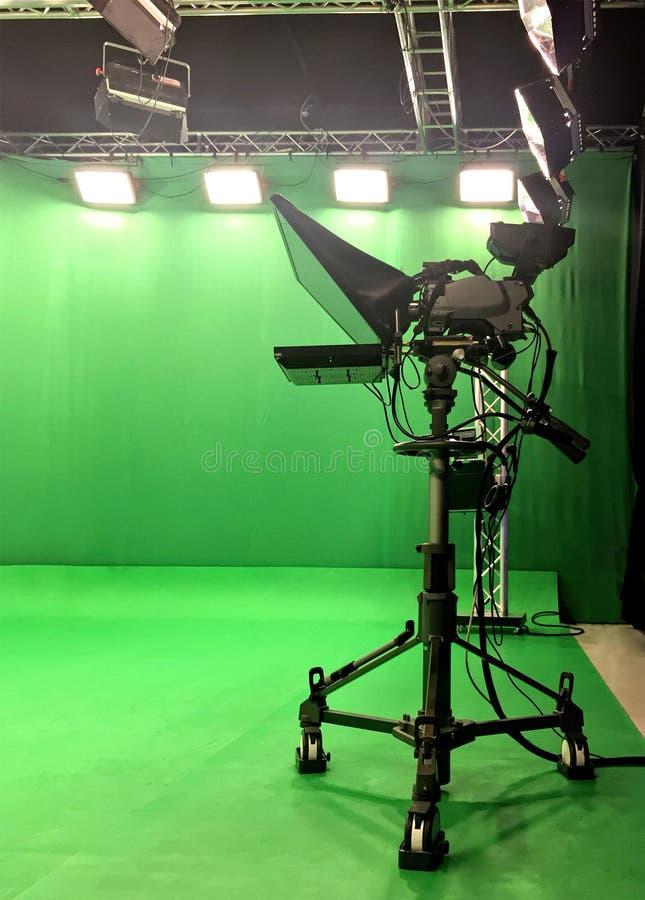 现代空的绿色录影 库存图片