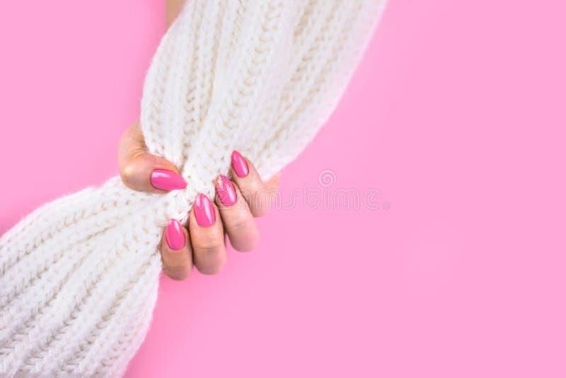 现代粉色美好的艺术修指甲  免版税库存照片