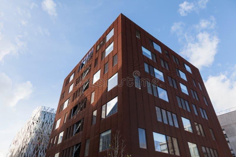 现代结构和门面-建筑学在南特-法国的  免版税库存照片