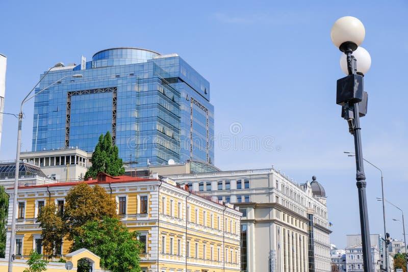 现代美丽的办公楼在基辅 免版税库存照片