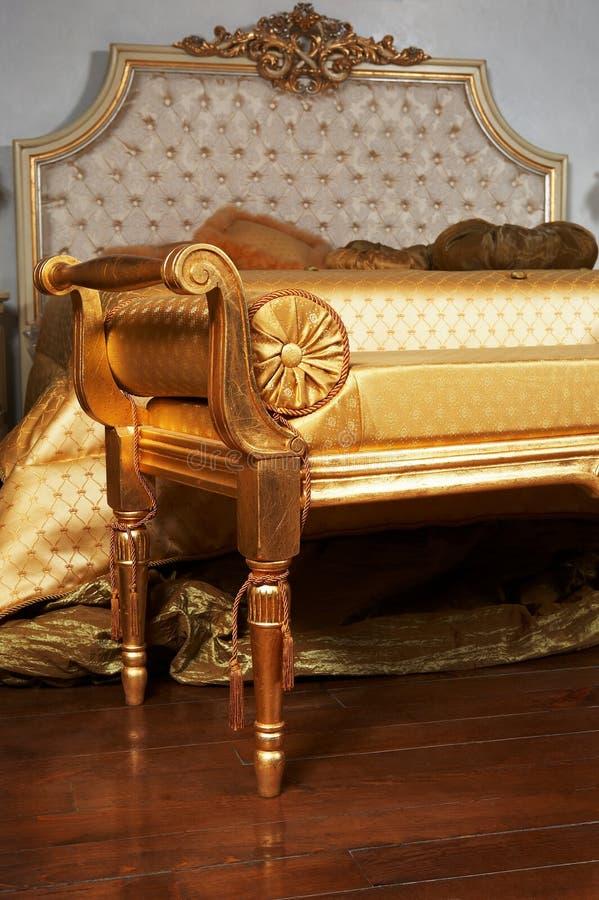 现代美丽的卧室 免版税库存照片