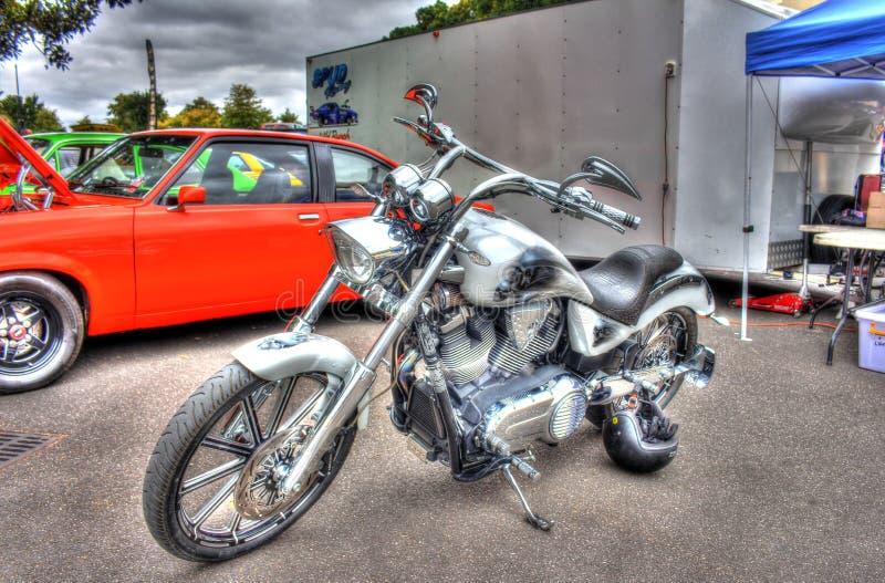 现代美国风俗被绘的胜利摩托车 免版税库存图片