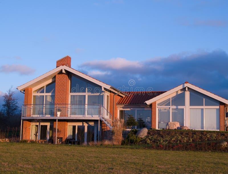 现代美好的设计的家 免版税库存图片