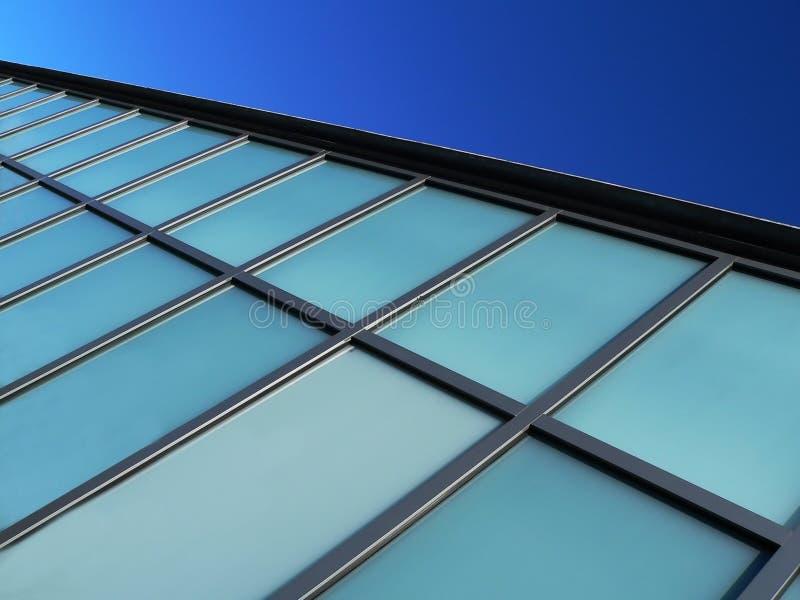 Download 现代背景蓝色大厦的详细资料 库存照片. 图片 包括有 视窗, 现代, 反映, 向上, 来回, 布琼布拉, 线路 - 188404
