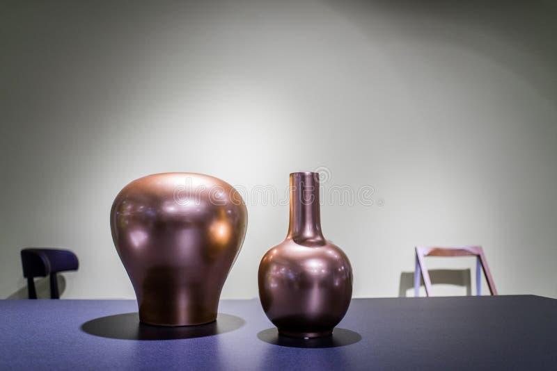现代设计花瓶 免版税图库摄影