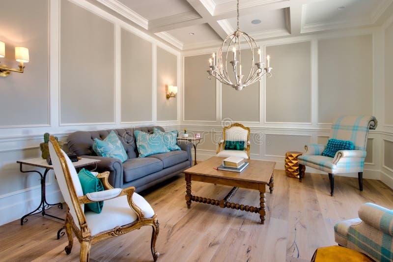 现代豪宅家庭客厅 库存图片