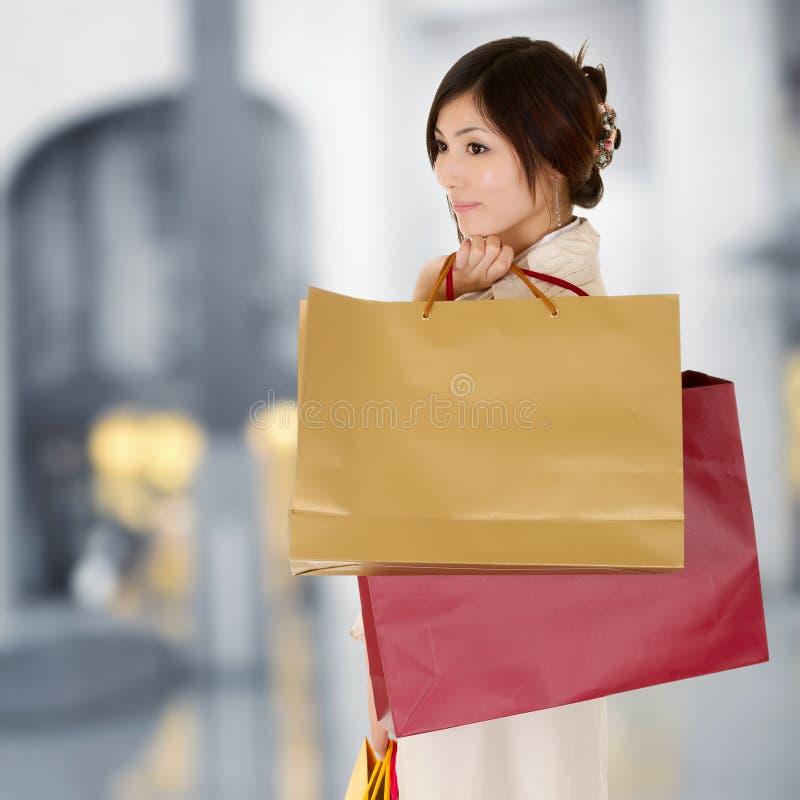 现代购物妇女 库存图片