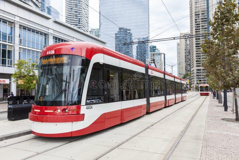 现代路面电车在多伦多,加拿大 免版税库存图片