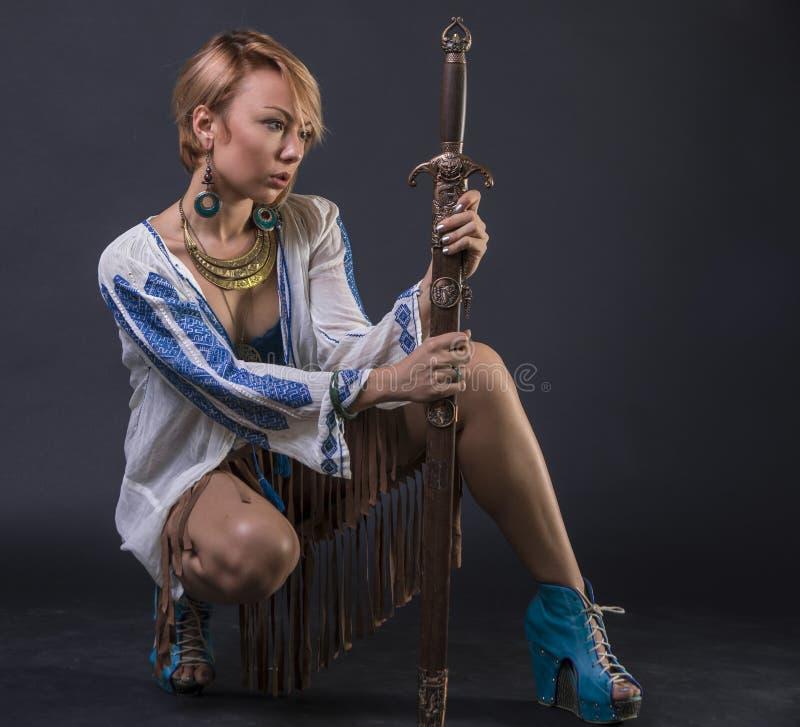 现代部族战士妇女 库存图片