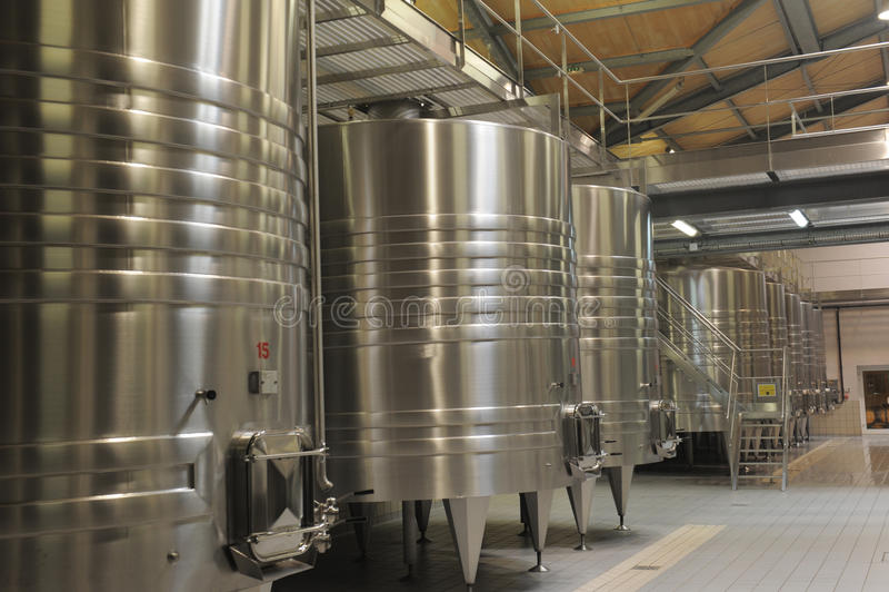 现代酿酒厂 免版税库存图片