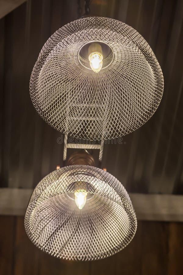 现代金属枝形吊灯 免版税库存照片
