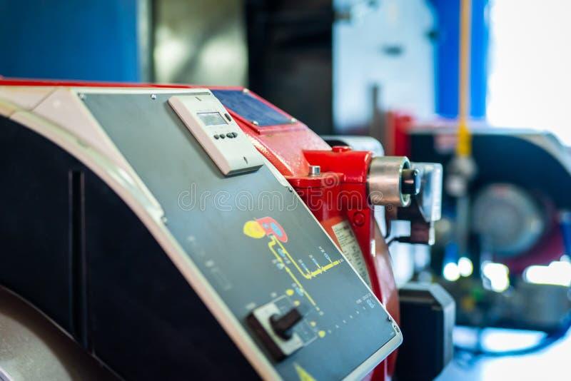 现代锅炉室设备-大功率锅炉燃烧器 bohr 库存照片