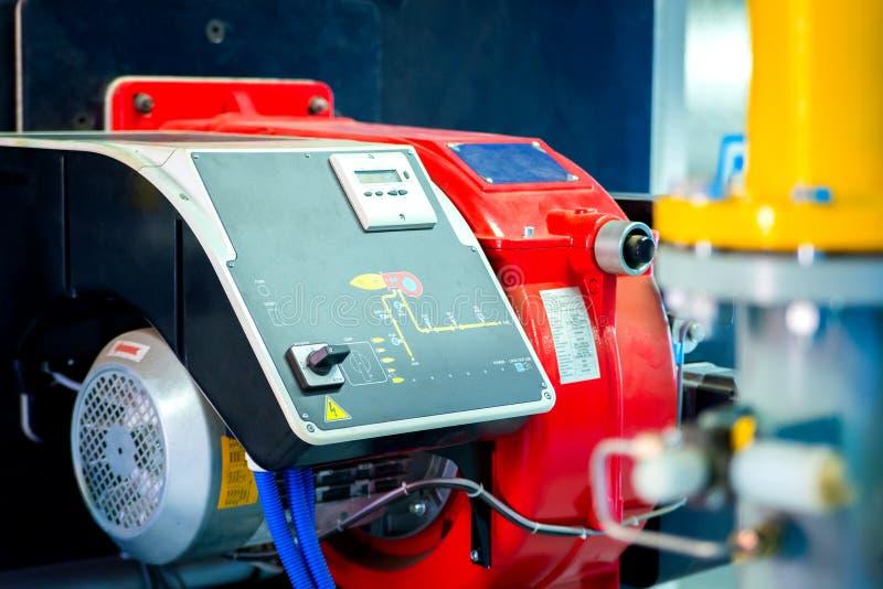 现代锅炉室设备-大功率锅炉燃烧器 bohr 免版税库存图片
