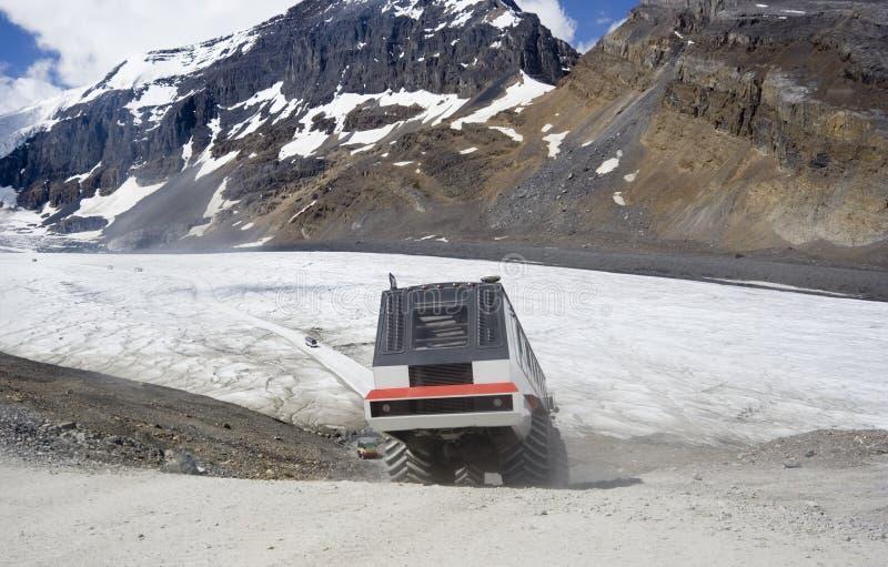 现代雪上电车浏览 免版税图库摄影