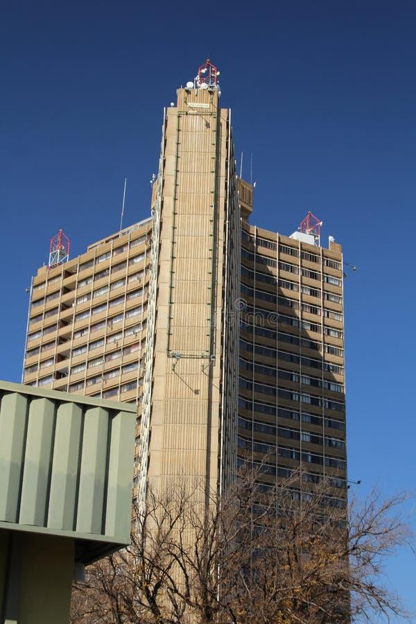 现代高大厦在布隆方丹的中心 免版税库存图片