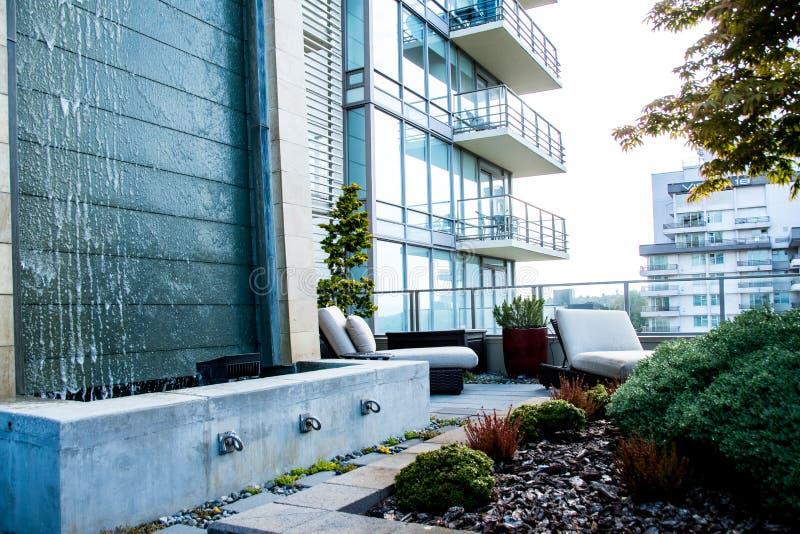 现代高层公寓房在加拿大城市 库存图片