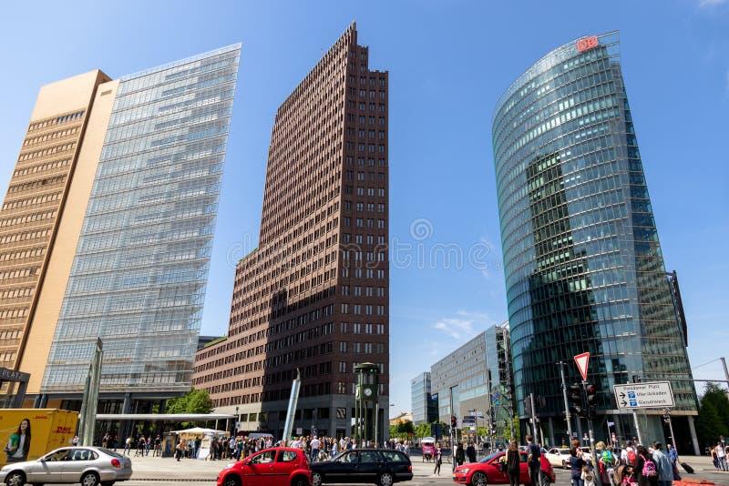 现代高层和交通在波茨坦广场 图库摄影