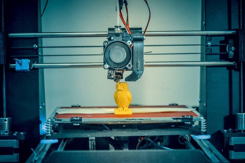 现代3D打印机打印形象特写镜头 r 库存照片