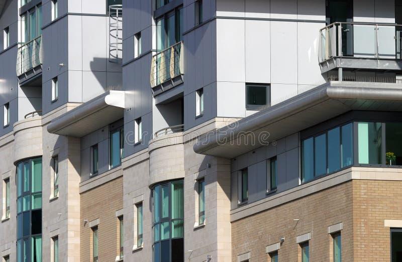 现代6栋的公寓 免版税库存图片