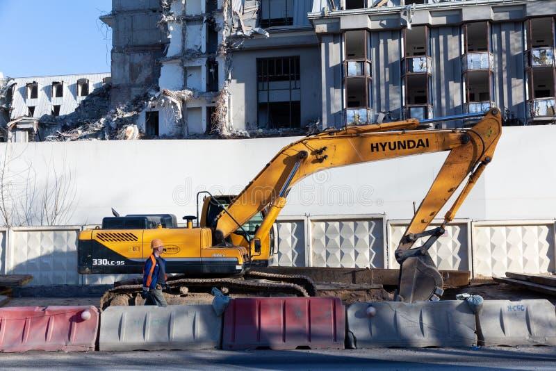 现代robex 330 lc 95履带牵引装置挖掘机 库存图片