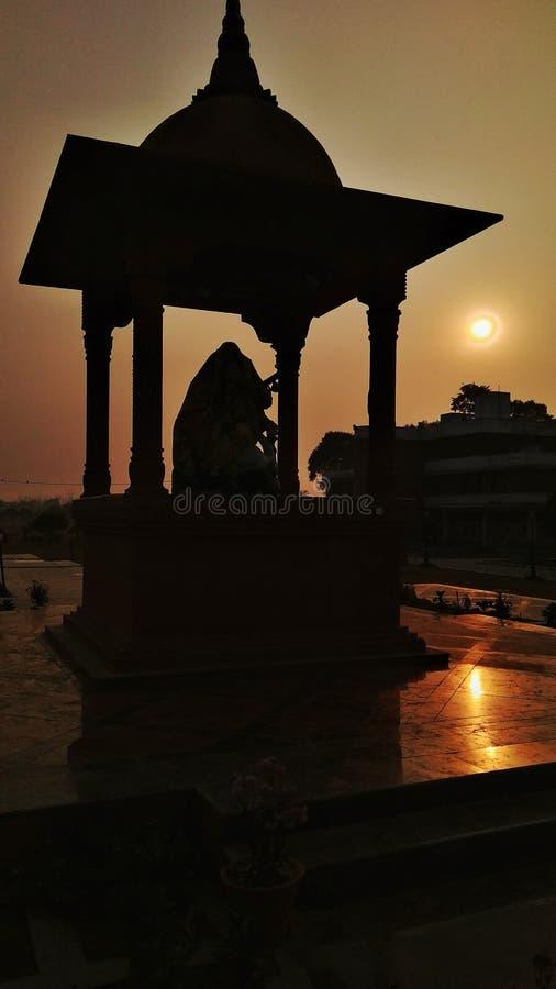 现出轮廓,日落,寺庙 免版税库存图片