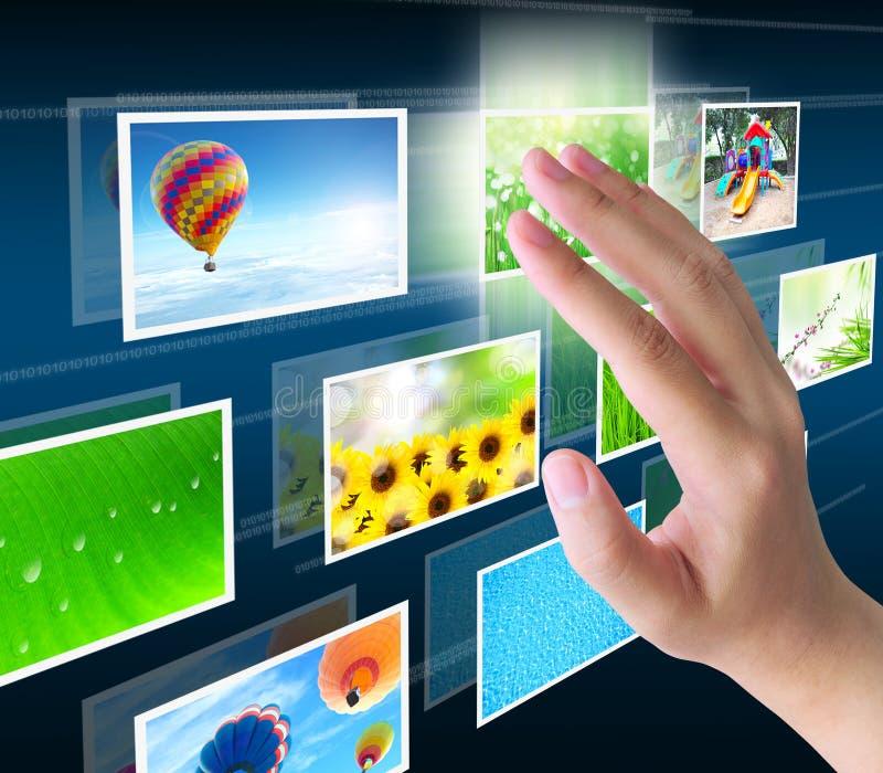 Download 现有量按 库存照片. 图片 包括有 手指, 多媒体, 选择, 框架, 商业, 纸张, 关键董事会, 计算机 - 22353564