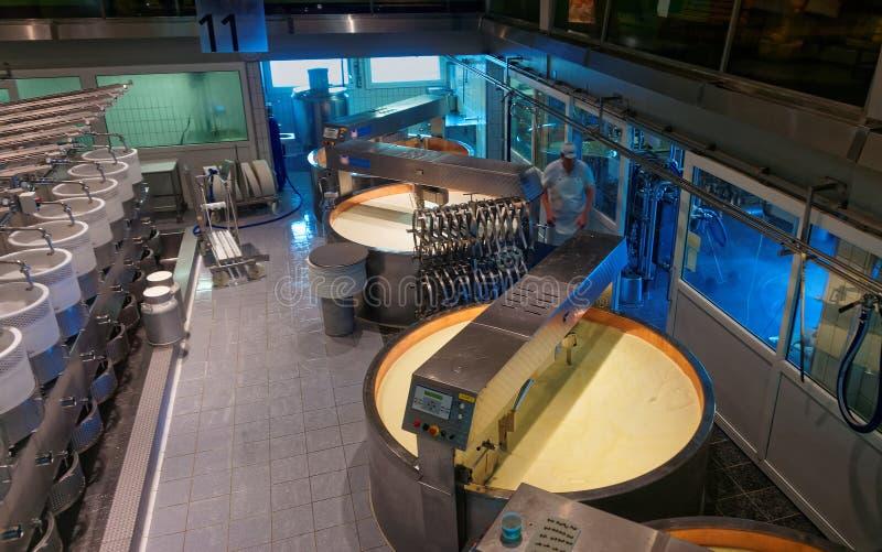 现代乳酪厂在历史名城Gruyeres 库存照片